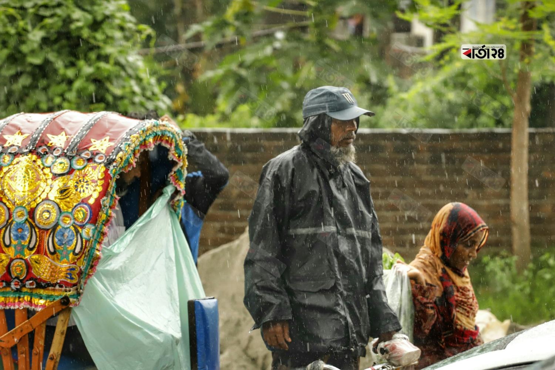 রাজধানীতে স্বস্তির বৃষ্টি। ছবিটি বাড্ডা সাতারকুল এলাকা থেকে তুলেছেন সুমন শেখ।