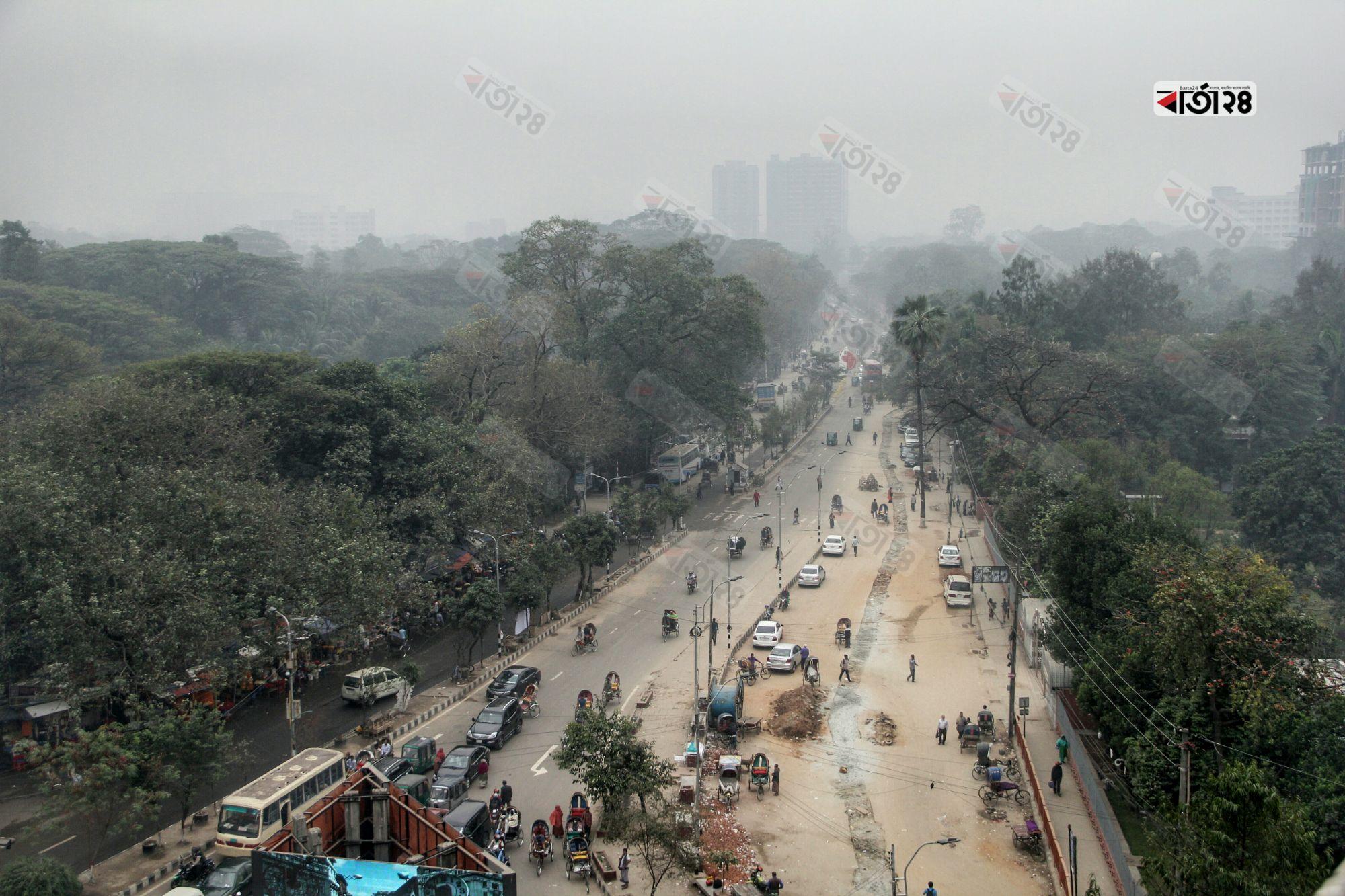 কুয়াশার চাদরে ঢাকা রাজধানী। ছবি : সুমন শেখ