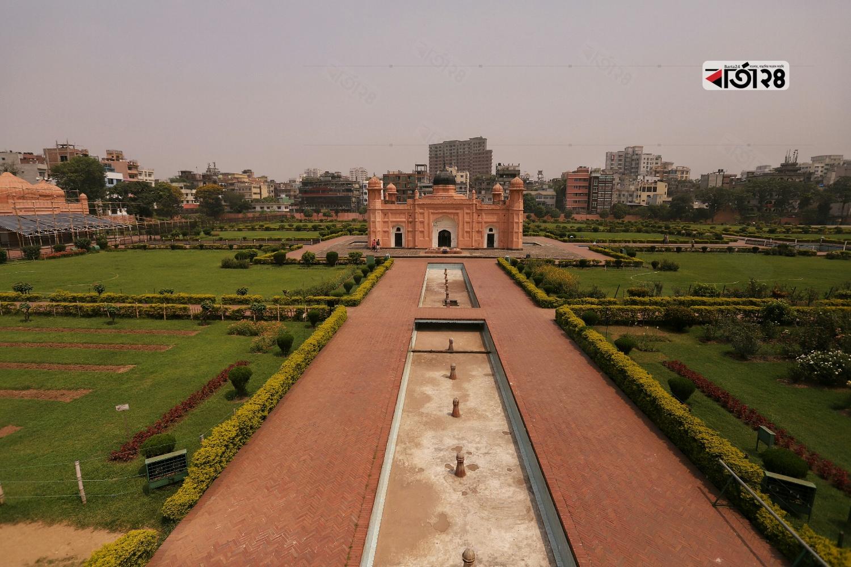 এটি খোদাবন্দ মির্জা বাঙ্গালীর সমাধি। তিনি শায়েস্তা খানের একান্ত বিশ্বস্ত সহ-সেনা অধিনায়ক ছিলেন।  ছবি : সুমন শেখ