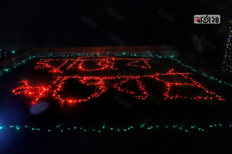 মঙ্গলবার (১৭ মার্চ) রাত ৮টায় আলোকসজ্জা ও আতশবাজির মধ্য দিয়ে সারা দেশব্যাপী মুজিব বর্ষের আনুষ্ঠানিকতা শুরু হয়। ছবি : সুমন শেখ/ বার্তা২৪.কম